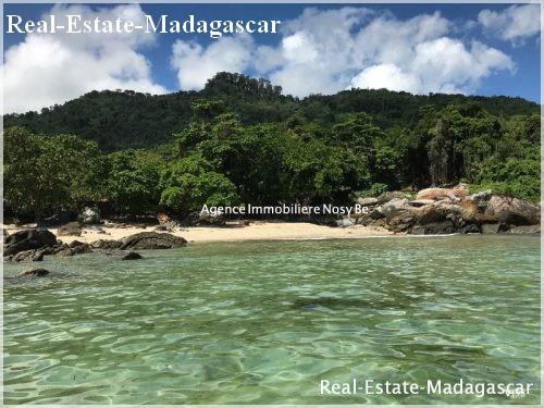 island-nosy-komba-wonderful-villa-beach real-estate-madagascar
