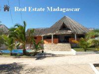 holiday-rental-villa-standing-swimming-pool-mahajanga-Madagascar