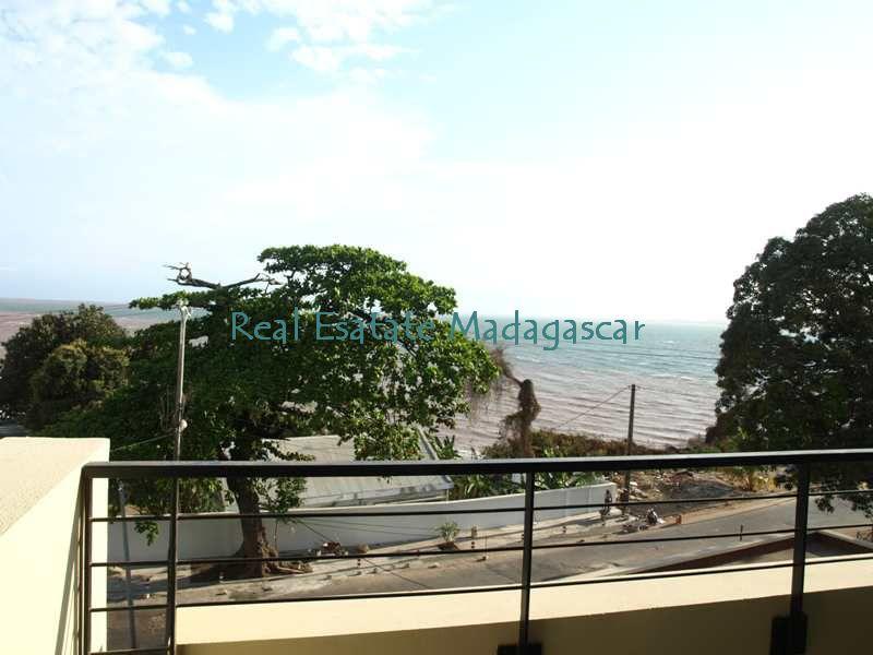 mahajanga-rental-several-apartments-sea-front-with-swimming-pool